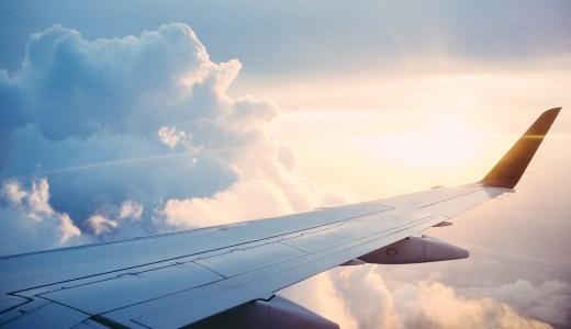 何歳から飛行機に乗れる?赤ちゃんを連れて飛行機に乗るときの対策