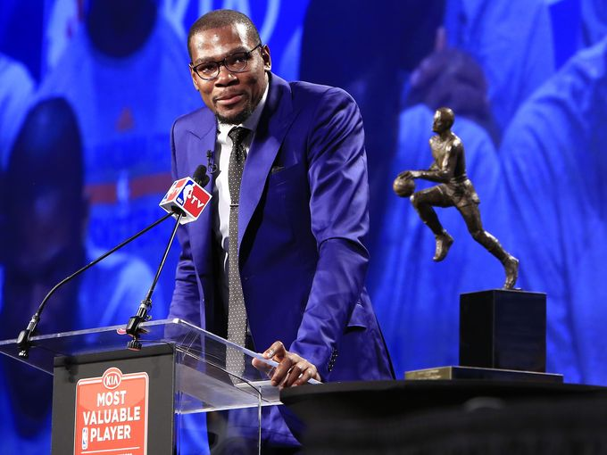 Kevin Durant accepts his MVP award in 2014