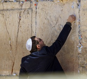 Western Wall: Leaving a message