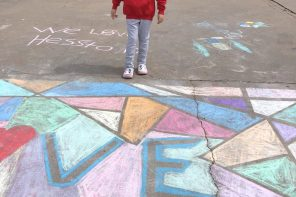 Kindergartner welcomes teachers with chalk art