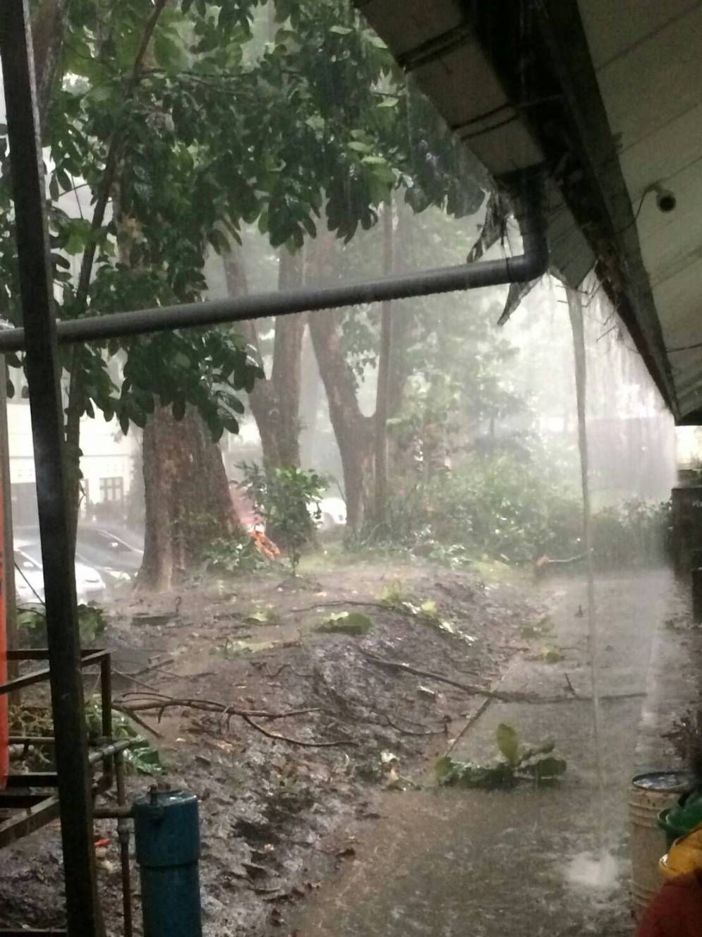 Hujan Es di Bandung