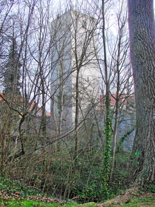 Bild: Turm in der Stadtmauer an der Eine in Aschersleben.