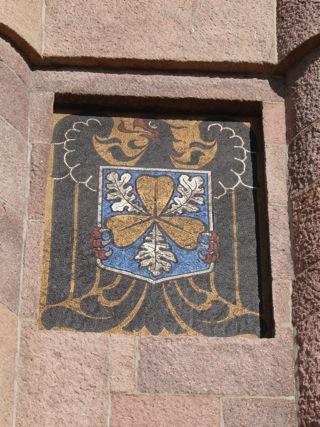 Bild: Das Wappen der Familie von Bismarck am Bismarckturm auf dem Petersberg bei Halle an der Saale.
