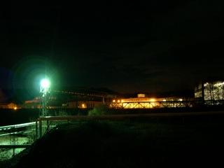 Bild: Blick auf MKM bei Nacht.