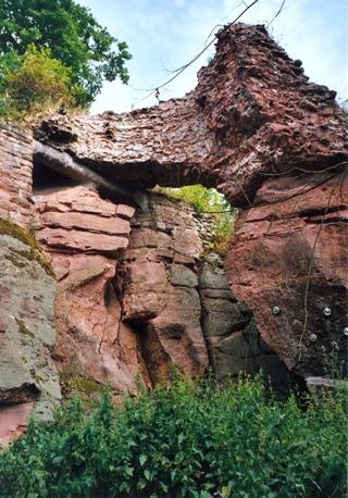 Bilder: Reste der Mittelburg am Kyffhäuser.