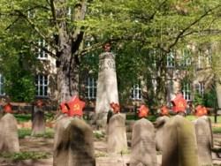 Bilder: Auf dem sowjetischen Soldatenfriedhof am Carl-Eitz-Weg in Eisleben.