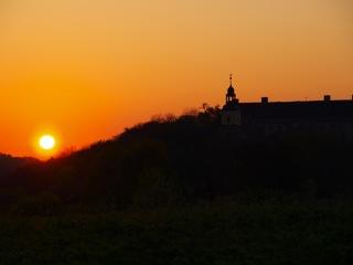 Bild: Sonnenaufgang am Schloss Walbeck.