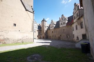 Bild: Schloss Plötzkau - Blick in den Schlosshof.