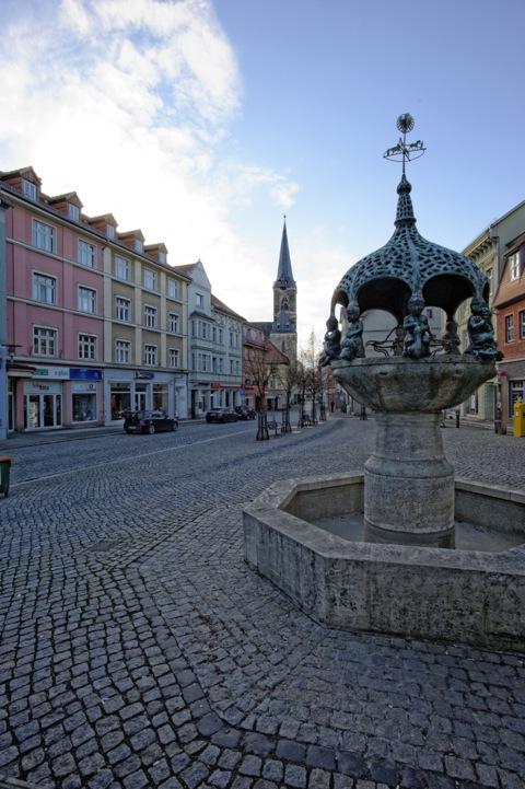 Bild: Im Zentrum von Aschersleben. Aschersleben ist der Geburtsort von Theodor Osterkamp. Aufnahme aus dem Jahre 2012.