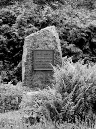 Bild: Gedenkstein auf dem Alten Friedhof zu Eisleben - dem Campo Santo - zu Ehren der gefallenen Arbeiter aus Eisleben. Bild © 2006 by Birk Karsten Ecke.