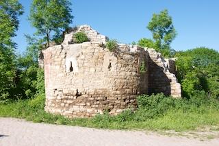 Bild: Die Reste des Torturmes der Ruine Hau Zeitz.