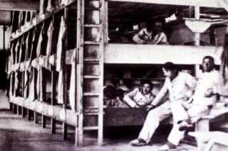 Bild: Blick in eine Baracke im KZ Dachau1933. Fotografie von Friedrich Franz Bauer im Auftrag der SS. Foto © 2010 Birk Karsten Ecke - Gedenkstätte Konzentrationslager Dachau.