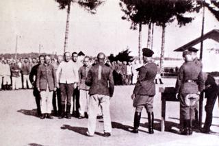Bild: Einteilung zur Arbeit. Bild im ILLUSTRIERTEN BEOBACHTER 1936 (vermutlich KZ Dachau). Foto © 2010 Birk Karsten Ecke - Gedenkstätte Konzentrationslager Dachau.