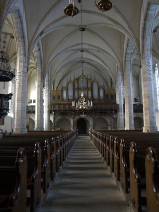 Bild: Das Hauptschiff der Kirche St. Stephani zu Aschersleben. Blick Richtung Westen auf die Orgel.