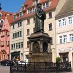 Bild: Eisleben - Das Luther Denkmal auf dem Markt.