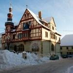 Bild: Winter 2010/2011 - das Rathaus von Harzgerode.
