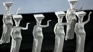 Οι Καρυάτιδες. Και οι έξι. Γιατί στο Acropolis Museum - Μουσείο Ακρόπολης έχουν το σπίτι τους οι πέντε κουκλάρες. Περιμένουμε τον επαναπατρισμό της έκτης... από το British Museum...
