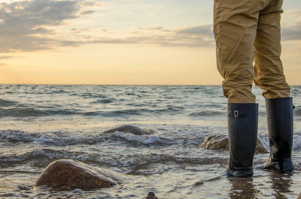 Gummistiefel in der Ostsee