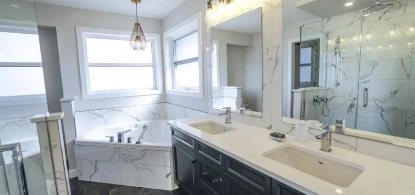 Łazienka z dodatkami marmur - dlaczego cieszy się taką popularnością