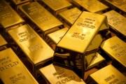 الدولار يتراجع والذهب بأعلى مستوى منذ مئة يوم