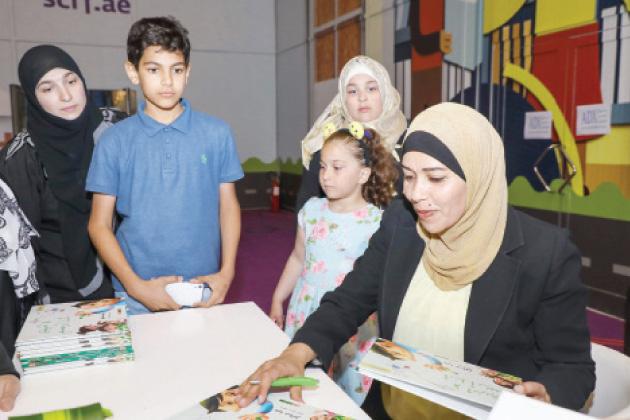 الكاتبة هيا صالح خلال مشاركتها في مهرجان الشارقة القرائي - (الغد)