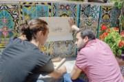 لاجئون يرسمون فنا على القماش يصنع عملا جماعيا
