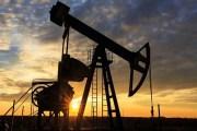النفط يرتفع.... والخسائر الأسبوعية مستمرة