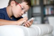 متى يحصل الطفل على هاتف ذكي؟