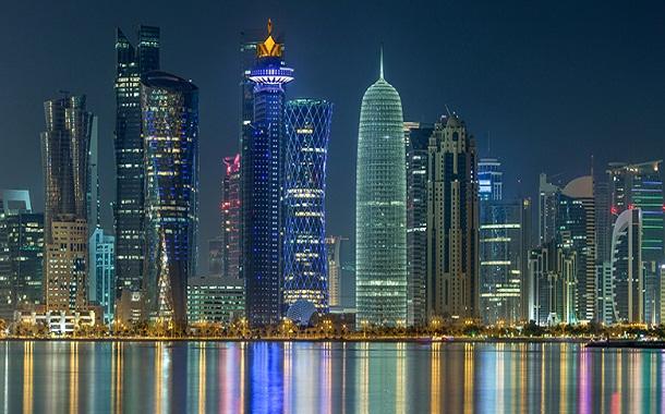 ضربات قوية للنظام المالي في قطر.. هل يصمد بوجه الأزمة؟