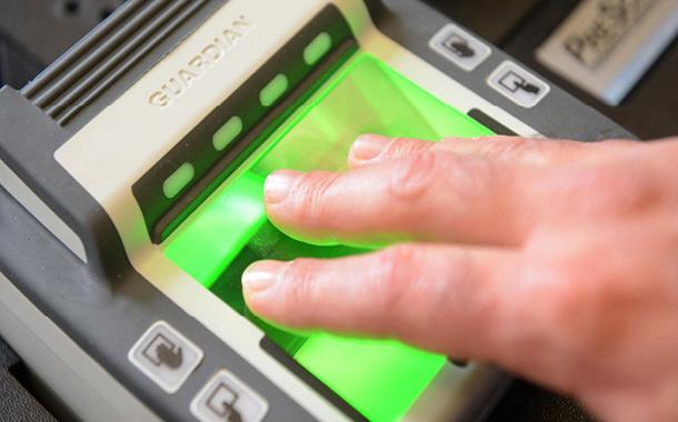 مطار أميركي يستبدل التذاكر ببصمات الأصابع