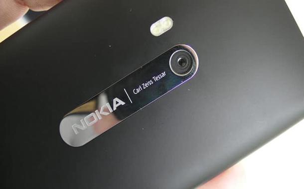 نوكيا تضمّن هواتفها الذكية عدسات