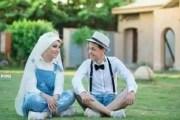 مواقع التواصل تنشغل بملابس عروسين مصريين بحفل زفافهما