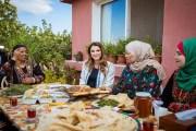 الملكة رانيا..... تلهم النساء المنتجات وتدعم أفكارهن الخلاّقة بالمحافظات