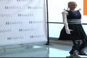 الروبوت صوفيا تمشي على ساقين في لاس فيغاس