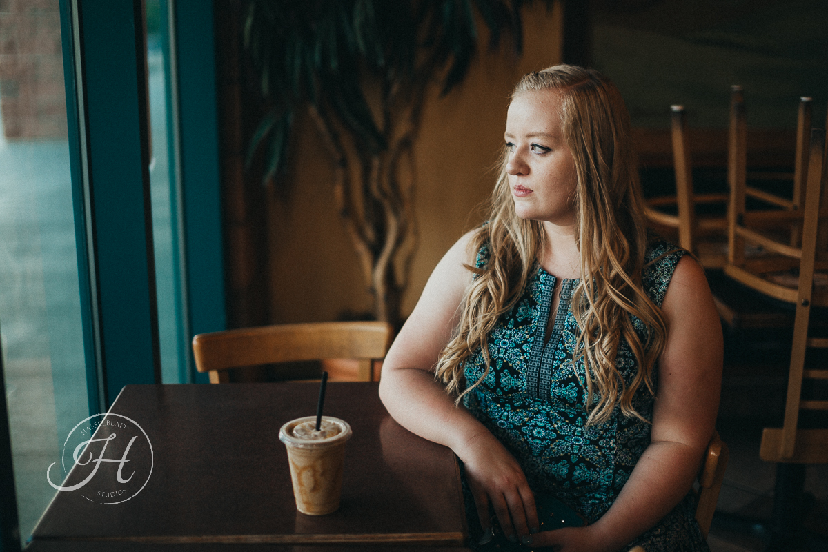 Senior pictures Nampa Idaho Coffee shop senior inspiration