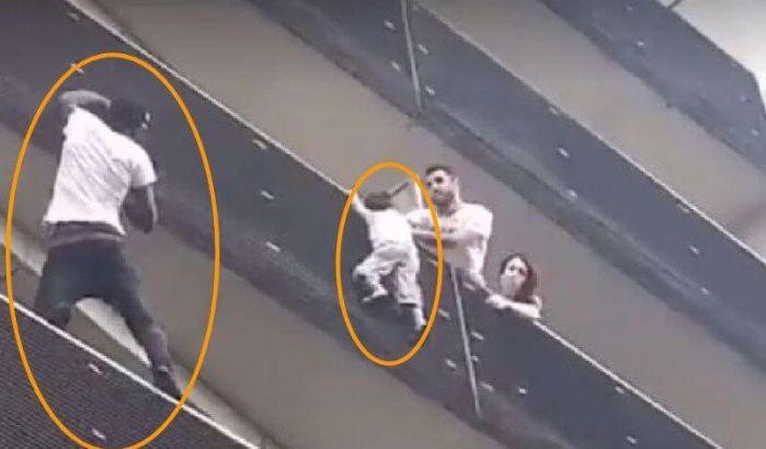 Paris 18: un sans-papiers escalade un immeuble et sauve un enfant de quatre ans suspendu dans le vide