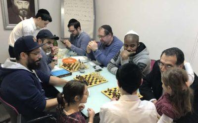 Soirée jeux d'échecs au Beth Habad de Neuilly
