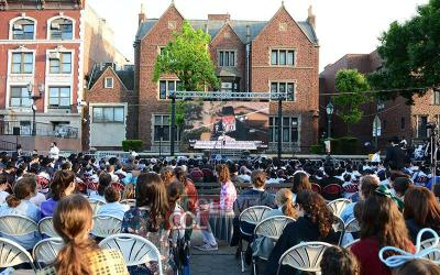 Crown Heights : Rassemblement de Lag Baomer  face au 770