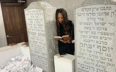 Naomi Campbell poste un message touchantsur son compte Instagram et Facebookà propos du Rabbi de Loubavitch