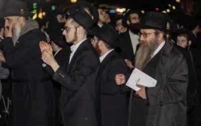 Photo du jour : Le Rav Reuven Matusof, chez le Rabbi à l'occasion des 70 ans de Youd Chevat