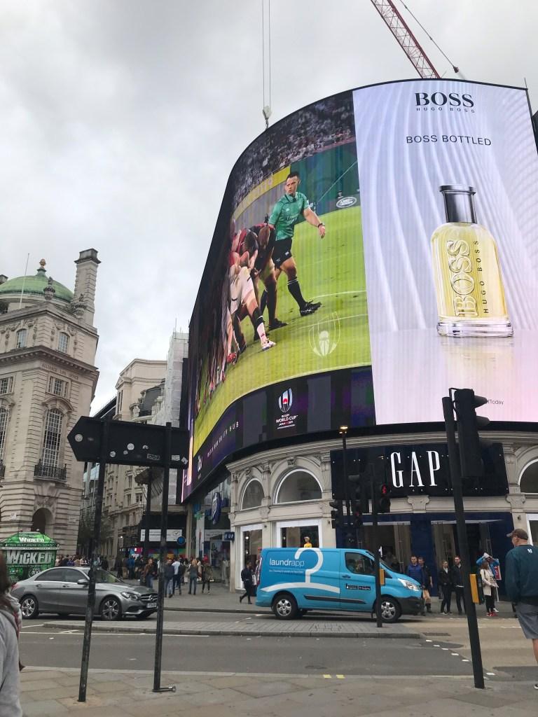 Las iluminación más famosa del mundo en Piccadilly Circus en Londres