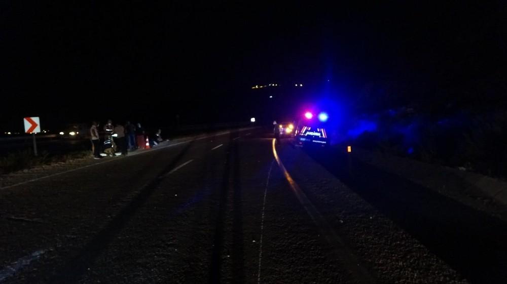 Ters yönde giden araç motosiklete çarptı: 1 yaralı
