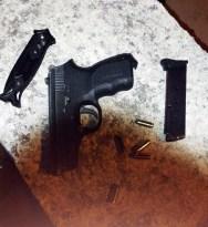 Yaralama suçundan aranan şüpheli silahla ve bıçakla yakalandı