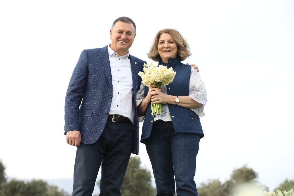 """Başkan Savaş'tan çiçek üreticisine """"Sevgililer Günü"""" desteği"""