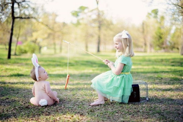 baby lawn chair cool dorm chairs fun and festive easter photo ideas - hative