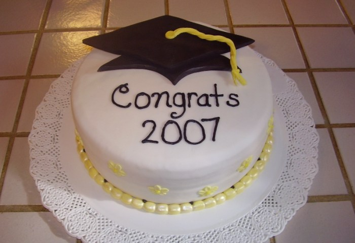 25 Cool Graduation Cake Ideas Hative