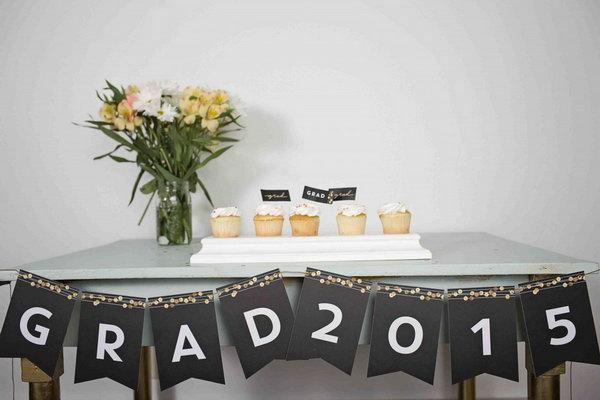 decorations for graduation tables