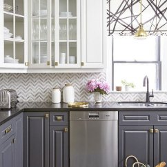 Grey Kitchen Backsplash Comfort Mat 35 Beautiful Ideas Hative And White Chevron Tile In A Stylish With Contrasting Cabinets