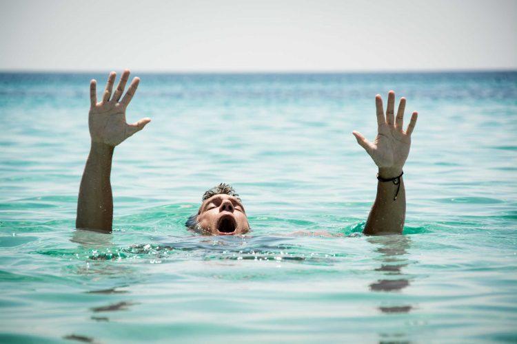Cara Menolong Orang Tenggelam ada 4 yang terbaik saat ini