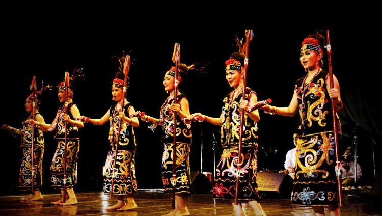 Tari Adat Kalimantan Timur